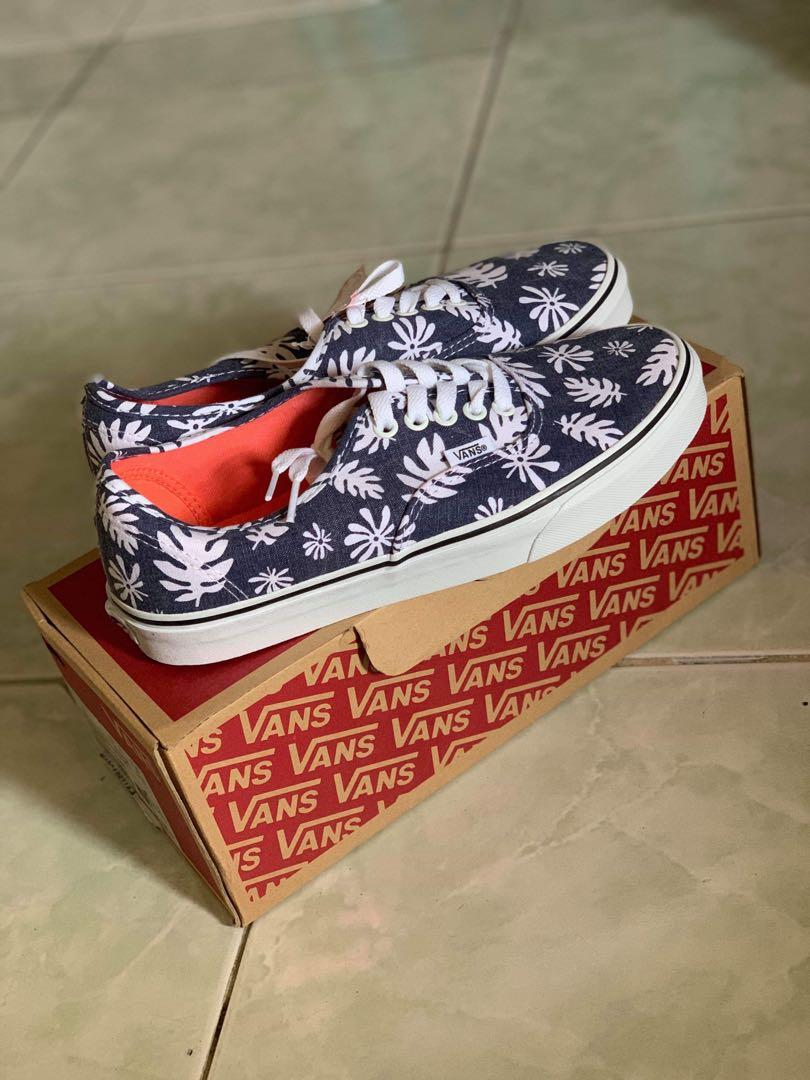 a229327089 Authentic (Washed kelp) navy/white on Carousell