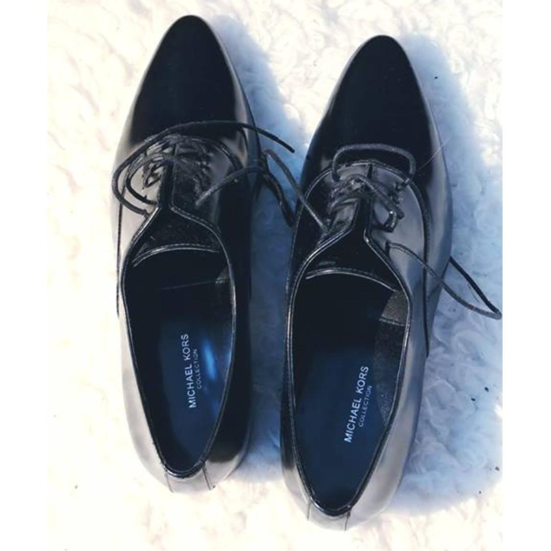 Brand New Michael Kors Lace Up Oxford Shoes, Black, size 7.5 (EU 38)