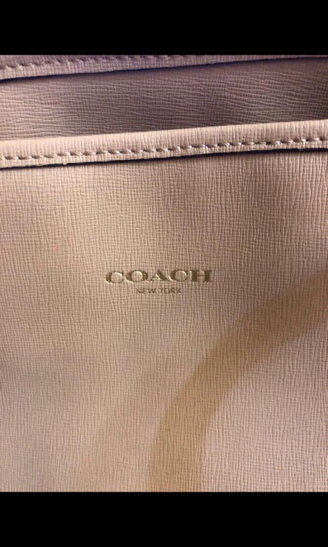 Coach 經典牛皮肩背包