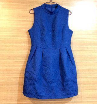 🚚 Royal Blue Formal Office Dress, sleeveless, embossed floral details, flared work dress, event/party/dinner/occasion dress, designer label quality #MRTRaffles #MRTJurongEast
