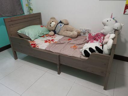🚚 Ikea adjustable children bed with mattress