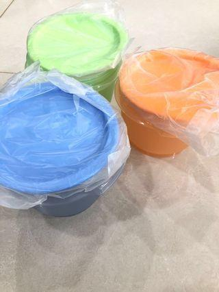 🚚 Tupperware round containers