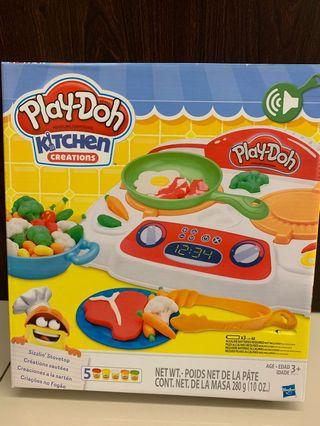 Playdoh kitchen creation- sizzling stovetop