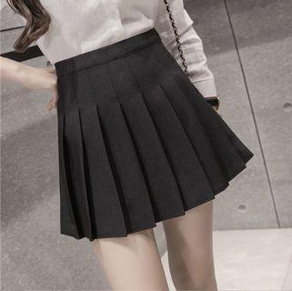 ✨ new black pleated skirt ✨