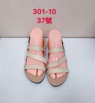 🚚 專櫃女性米色涼鞋