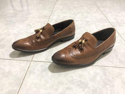 Brogue Loafers in Real Leather with Gold Tassel