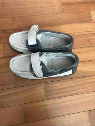 New leather shoes. Sole 21 cm. Grandson don't want to wear so selling cheap.