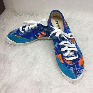 Backyard: Born in Copenhagen Blue floral with laces