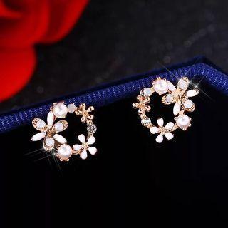 White Circle Flower Earring