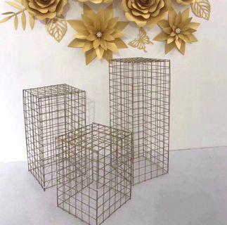 🚚 Gold Wire Mesh Stands