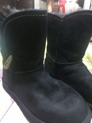 Sepatu Boot UGG