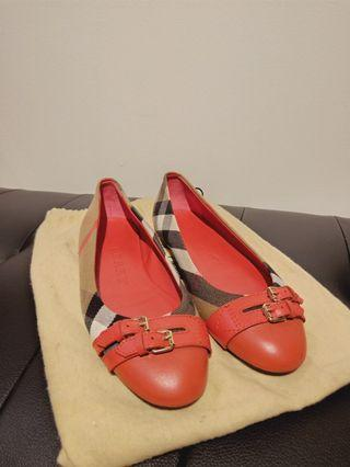 Unused Burberry flat red size 38