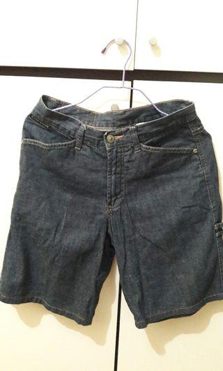 Chevignon牛仔短褲
