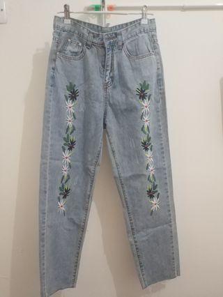 淺藍色牛仔褲 繡花 優閒 鬆身 light blue jeans embroidered