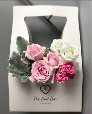 Baby pink rose and white eustoma bloombox [FREE DELIVERY]