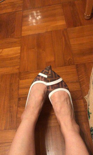Fendi flat 36 NO Packing white or black 平底鞋