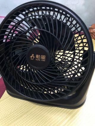 黑色中型電風扇 (僅吹過2.3次)