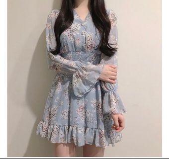 藍色碎花連身裙 blue floral dress