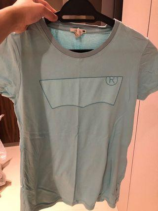 Authentic Levi's ladies tshirt