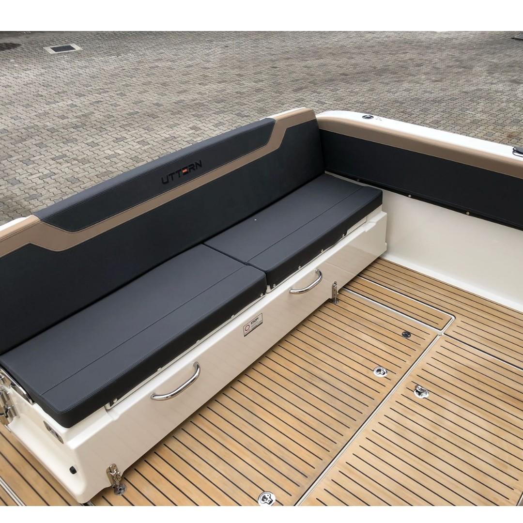 30FT CABIN CRUISER BOAT / YACHT (2018)