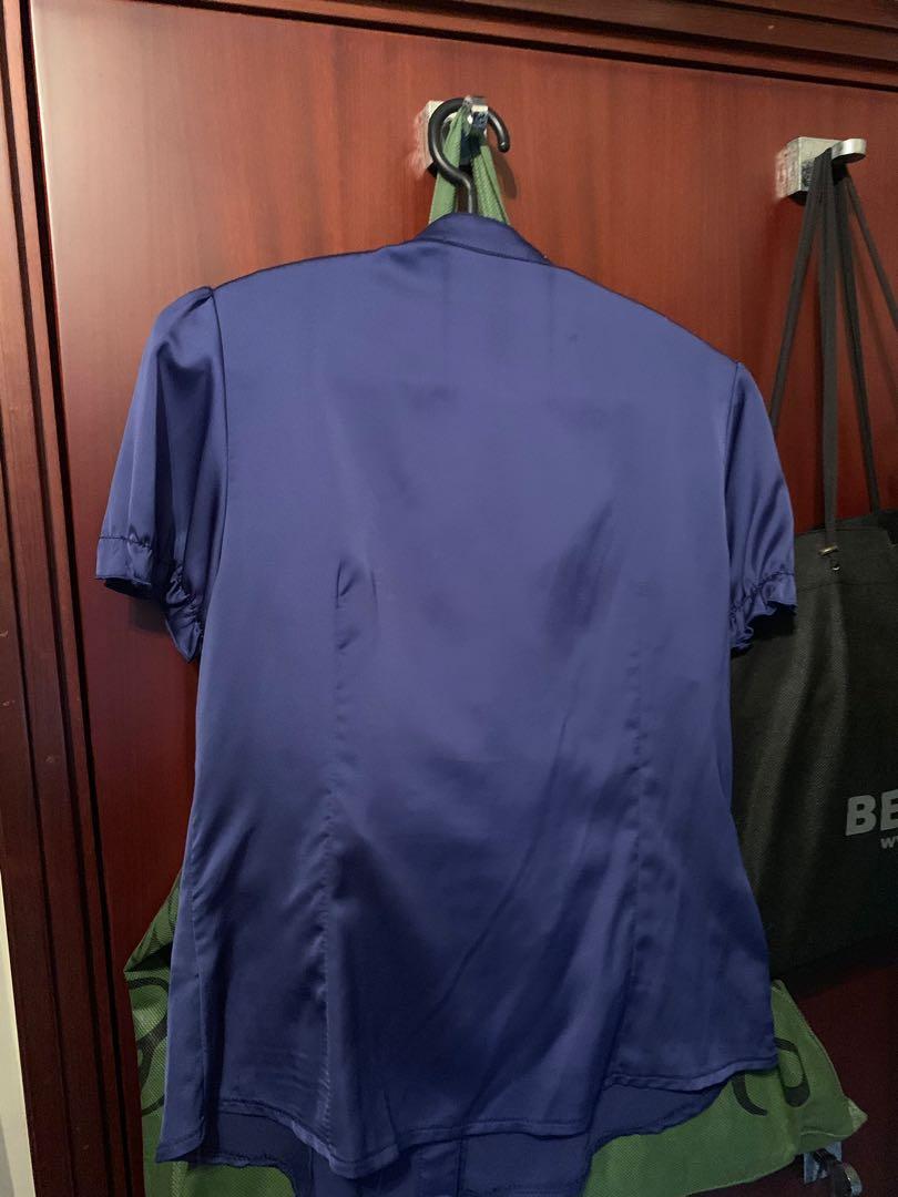 Blouse 藍色絲質襯衫