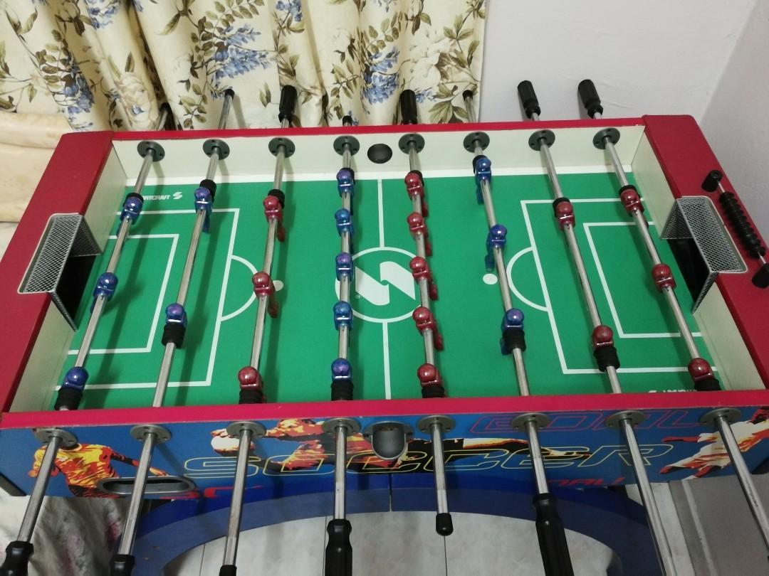Foosball soccer table