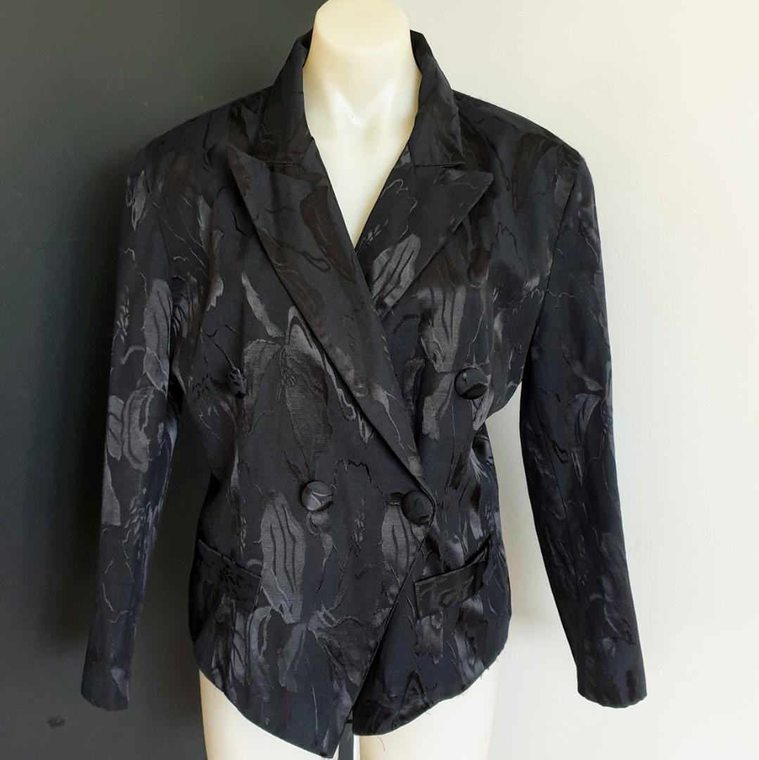 Women's size L  'ESCAPADE' Stunning black textured double button blazer - AS NEW