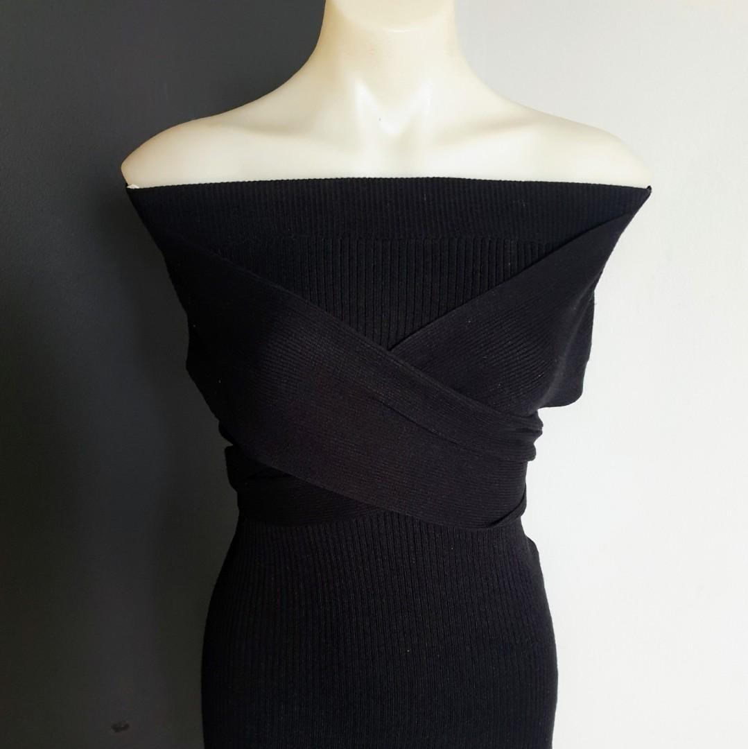 Women's size M 'SUNNY GIRL' Gorgeous black knit strapless top with ties - AS NEW