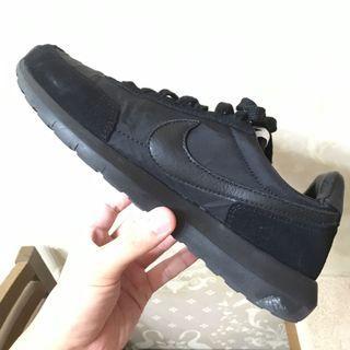 DSM x NikeLab Roshe Daybreak 'Triple Black'