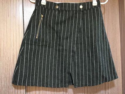 🚚 一片式腰鬆緊條紋知性短裙 現貨實拍