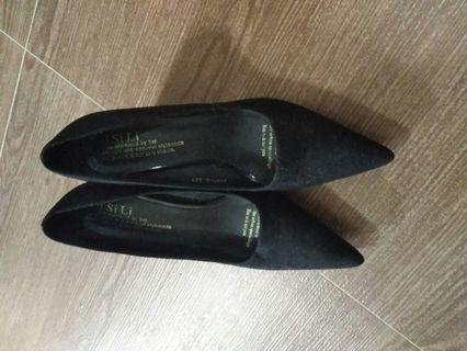 新淨高跟鞋