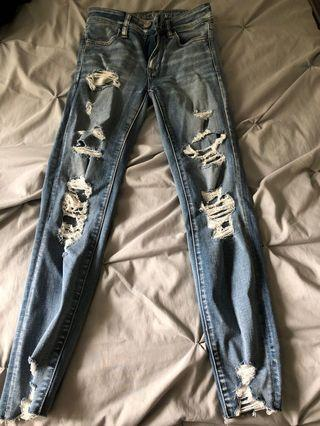 BRAND NEW distressed light wash american eagle jeans