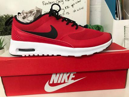NEW IN BOX Nike Air Max Women's Size 8.5