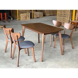 4 seater dining table (FREE POSTAGE) NO COD