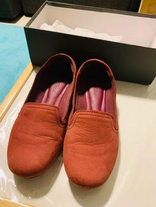 🚚 Free Timberland maroon loafers 38