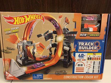 HotWheels- track builder crash it