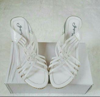 Sepatu Wedges Putih