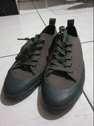 Uniqlo sneaker hijau