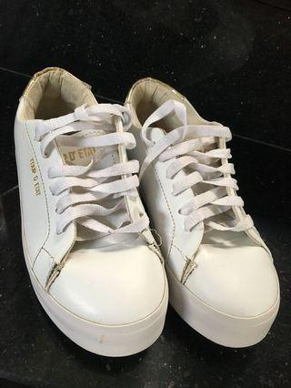 Sneakers Putih Zalora