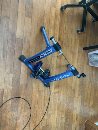 Cycling indoor trainer minoura mag 850