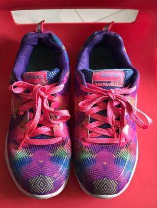Skechers girls sneakers shoes (free post)