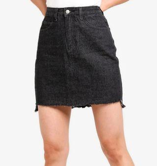 ✨ BNWT zalora black denim skirt