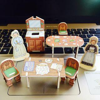 Victorian Doll's House Items