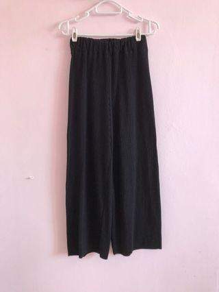 Black Long pleated Culottes