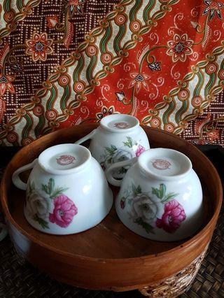 Vintage cups (3 pcs)