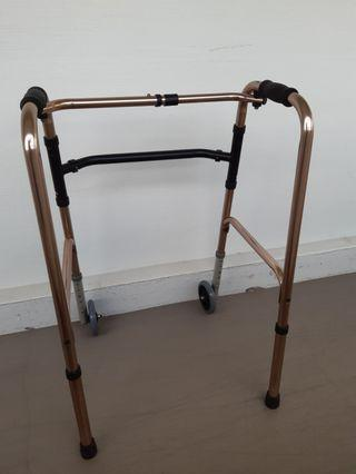 🚚 Walking frame with wheels for seniors