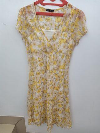 Dress Kuning Anggun banget