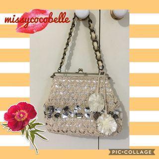 Elegant off-white small hand bag