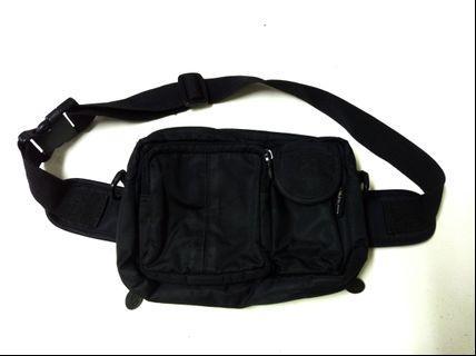 🚚 黑色腰包