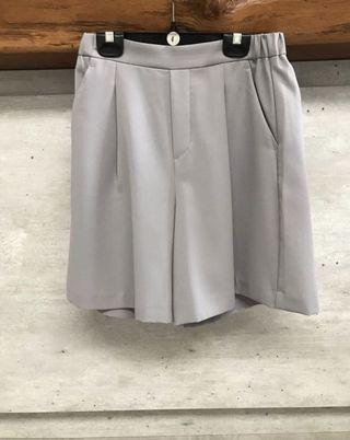 Uniqlo grey culottes shorts